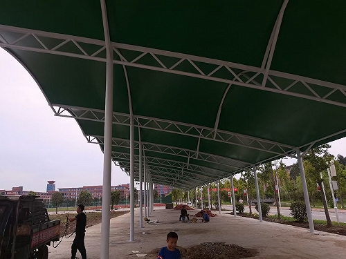 南阳技校高尔夫练球场景观膜结构