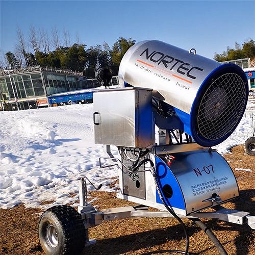 信陽戲雪樂園人工造雪機 節能環保國產造雪機廠家