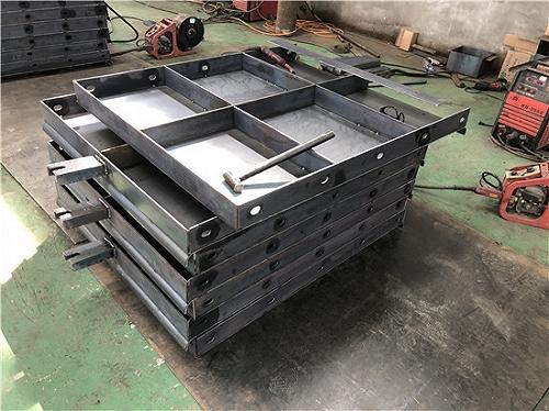 生產混凝土護欄模板_按圖制造_使用方便